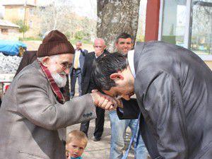 Mustafa Akış yaşlılar haftası mesajı yayımladı