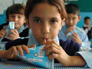 Öğrencilere süt kararı üreticiyi sevindir