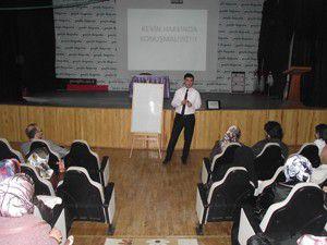 Özel Gençlikte anne baba semineri devam ediyor
