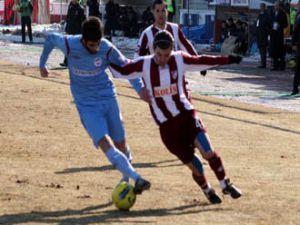 Adanaspor Elazığsporu 9 kişiyle yendi