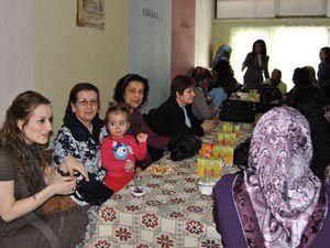 Kululu kadınlar bir araya geldi