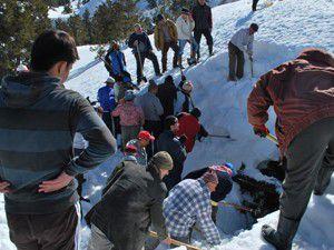 50 metrelik delik karla dolduruldu