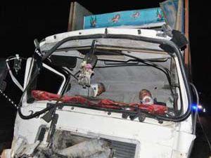 Konyada TIR kamyona arkadan çarptı