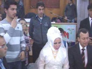 İşaret diliyle nikah kıyıldı