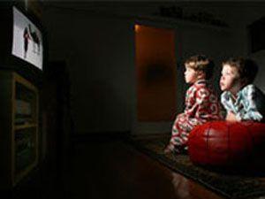Televizyonu karanlıkta izlemeyin