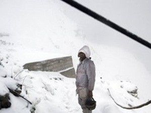 150 asker kar altında