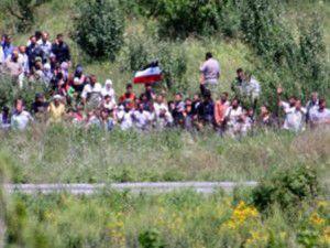 Esedin ordusu, sınıra yakın köyleri bastı