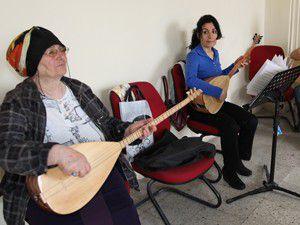 Selmekte bağlama ve gitar derslerine büyük ilgi