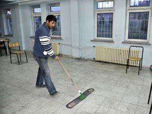 Eşini darp eden kocaya temizlik cezası verildi