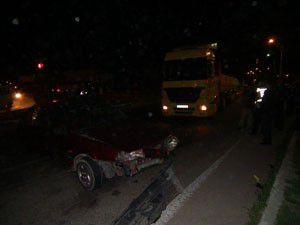 Akşehirde tır ile otomobil çarpıştı