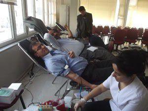 MHP Karapınardan kan bağışı
