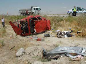 Otomobil takla attı: 3 ölü 2 yaralı