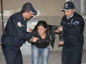 Alkollü kadın darp edilip sokağa atıldı