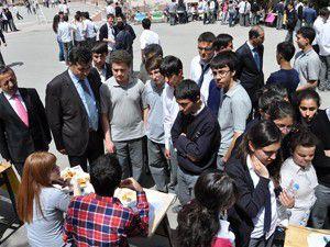 Üniversite hazırlık öğrencilerine bilgi veriliyor