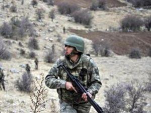 Hakkaride askeri birliğe taciz ateşi açıldı