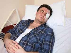 Taraftarın attığı musluk yüzünden gözünü kaybetti