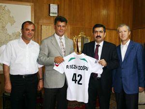 Vali Doğana 42 numaralı Konyaspor forması