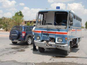 Cezaevi aracı kaza yaptı: 2 yaralı