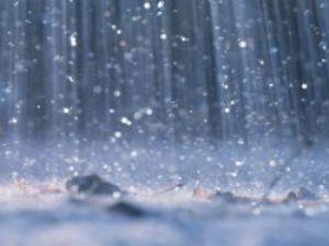 Yağmur damlaları düşmeden parçalanıyor