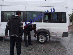 Öğrenci servisi kamyonetle çarpıştı