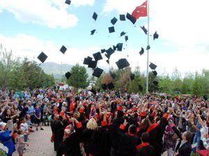 Akşehir MYO 22. mezunlarını verdi