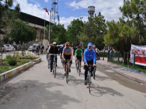 Konyada bisikletçiler yarışmada ter döktü