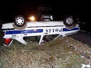 Konyada polis aracı ve otomobil çarpıştı