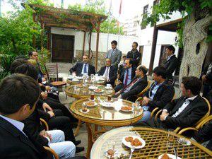 Belh Valisi Konyadaki Afgan öğrencilerle buluştu