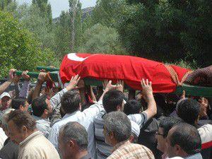 Ağrıda öldürülen imam toprağa verildi