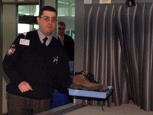 Havalimanında ayakkabı çıkarmaya son