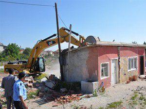 Antalya Çevre Yolundaki kaçak yapılar yıkılıyor