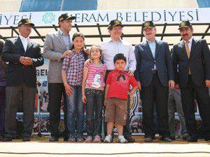 Bakan Davutoğlu polis pilavında