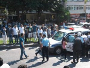 Üniversitelilere baltalı saldırı