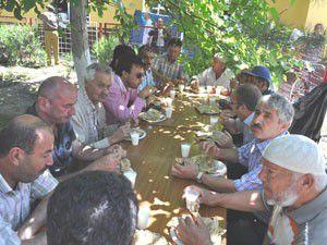 Çalışan ve emekliler yemekte buluştu