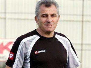 Konyaspor Özkara ile anlaştı