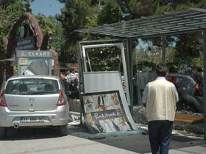 Durağa giren otomobilin çarptığı kadın öldü