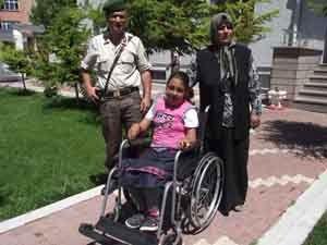 Mavi kapaklar engelli öğrenciye umut oldu