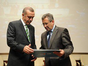 Erdoğana Necip Fazıl Kısakürek onur ödülü