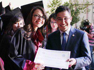 SÜ mezuniyet töreninde ilginç evlenme teklifi