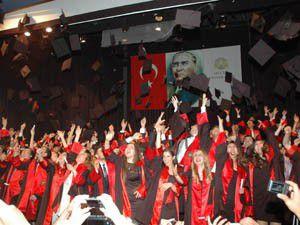 Genç Hukukçuların mezuniyet coşkusu