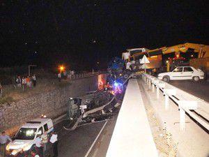 Konyaya gelen yolcu otobüsü kaza yaptı
