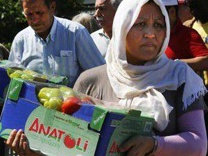 Yunanistanda yardım kuyruğu