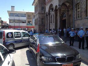 Valilik binası önünde intihar girişimi