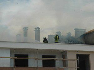 İnşaatın çatısında yangın çıktı