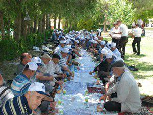 Emeklilere Apa Barajında mangal keyfi