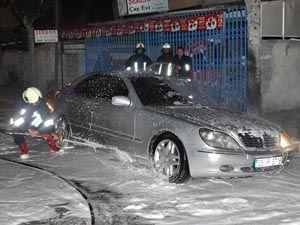 Konyada lüks otomobil kundaklandı
