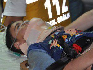 Kiraz ağacından düşen çocuk yaralandı
