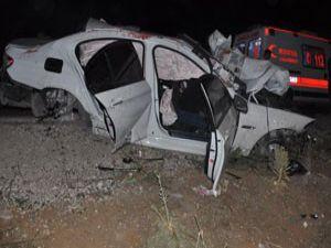 Konyada otomobil kamyonla çarpıştı: 3 ölü!