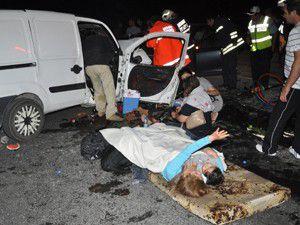 İki otomobil kafa kafaya çarpıştı! 9 yaralı