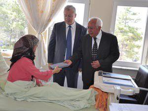 Özbuğdaydan hastalara moral ziyareti